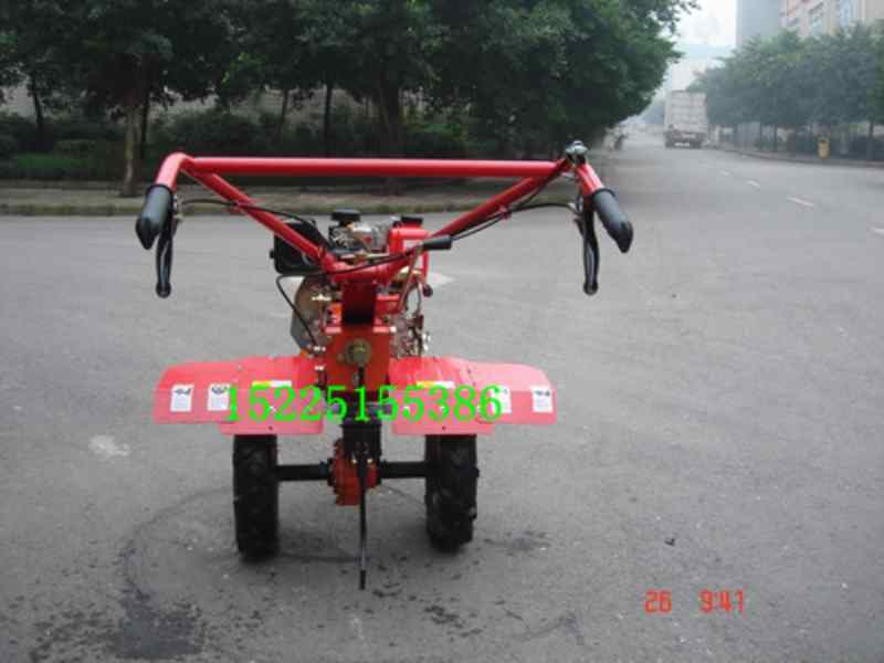 小型耕地机